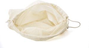 Umweltbewusstes Einkaufen mit dem Einkaufsbeutel aus 100% Bio-Baumwolle.